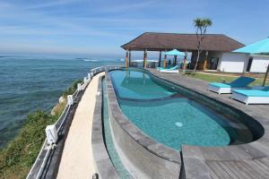 The swimming pool at or near Ombak Bay Lembongan