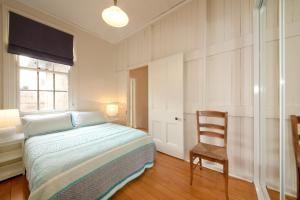 A bed or beds in a room at Grand Historical Terrace at The Rocks