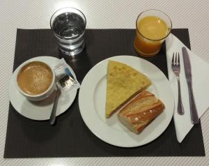 Завтрак для гостей Hotel Bedoya