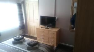 A television and/or entertainment center at Seven Stars Inn