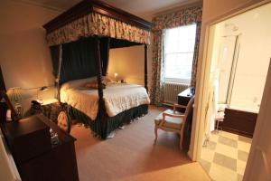 A bed or beds in a room at Worsley Arms Hotel