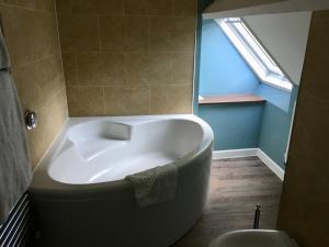 A bathroom at The Sheep on Sheep Street Hotel
