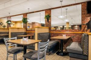 A restaurant or other place to eat at Ramada by Wyndham Paintsville Hotel & Conference Center