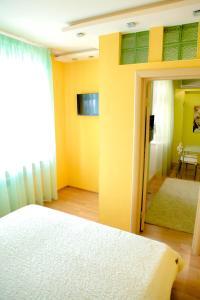 Кровать или кровати в номере Apartment on Chistopolskaya 60