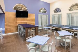 A restaurant or other place to eat at Days Inn & Suites by Wyndham Cherry Hill - Philadelphia