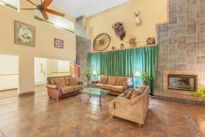 The lobby or reception area at Ramada by Wyndham Williams/Grand Canyon Area