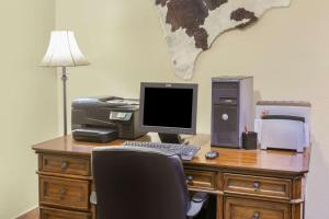The business area and/or conference room at Ramada by Wyndham Williams/Grand Canyon Area