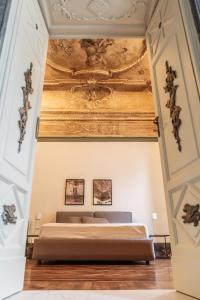 A bed or beds in a room at Relais Della Porta
