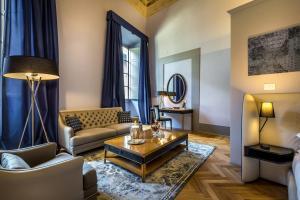 A seating area at Palazzo Ridolfi - Residenza d'Epoca