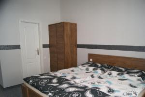 Postel nebo postele na pokoji v ubytování Apartments u Zlaté Koruny