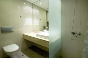 A bathroom at Residence Hotel Malina