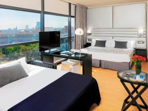 A bed or beds in a room at H10 Marina Barcelona