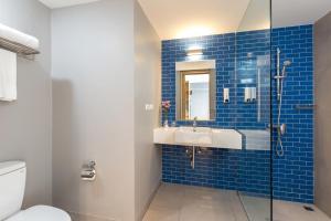 A bathroom at Oakwood Hotel Journeyhub Phuket