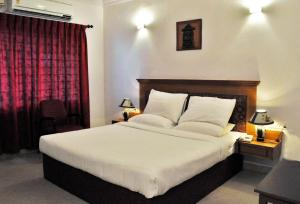 A bed or beds in a room at Radiant Resort