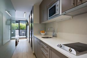 A kitchen or kitchenette at Aparthotel Bcn Montjuic