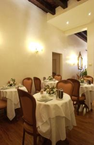 A restaurant or other place to eat at Hotel Locanda Canal