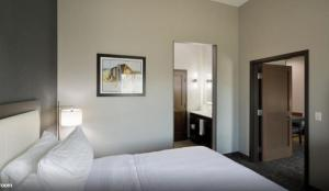 A bed or beds in a room at Homewood Suites By Hilton Topeka