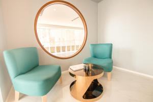 A seating area at Hotel MAYU