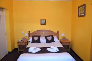 Кровать или кровати в номере Hôtel du Château