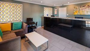 The lobby or reception area at Best Western Park Crest Inn