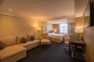 A seating area at Hilton Princess Managua
