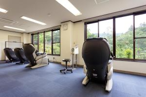 The fitness center and/or fitness facilities at Okutamaji