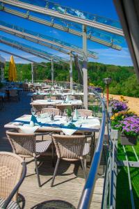 A restaurant or other place to eat at Stausee-Hotel