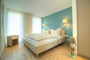 A bed or beds in a room at Penthouse Müritzblick