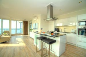 A kitchen or kitchenette at Penthouse Müritzblick