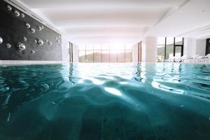 A piscina localizada em Chenot Palace Gabala ou nos arredores