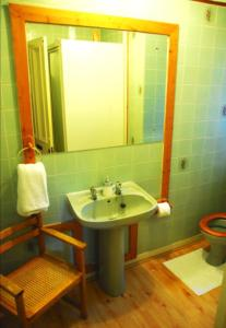 A bathroom at Denmore Guest House
