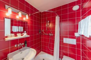 A bathroom at Bon Port