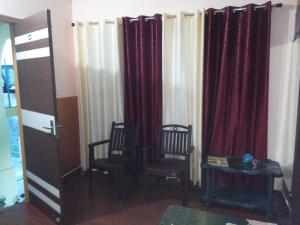 A seating area at Joshi Holidays Home Stay