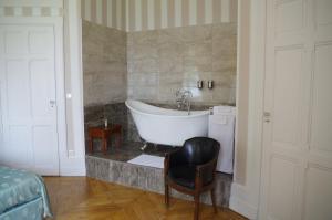 A bathroom at Chateau de Varambon