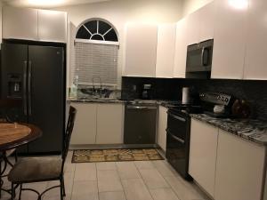 A kitchen or kitchenette at Fantasia 1