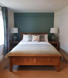 A bed or beds in a room at The London Inn