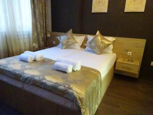 A bed or beds in a room at Apollo Central apart