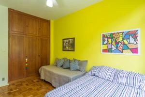 A bed or beds in a room at FLAT 1008