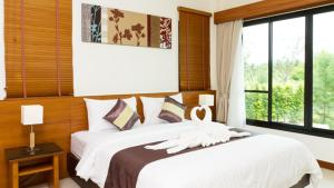 A bed or beds in a room at Khaolak Blue Lagoon Resort