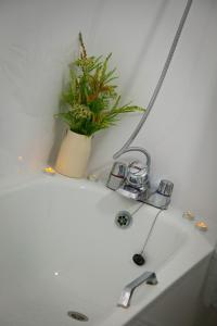 A bathroom at Rowton Poplars Hotel