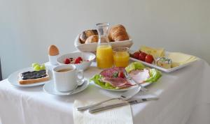 Breakfast options available to guests at Gästehaus Windhagen B&B