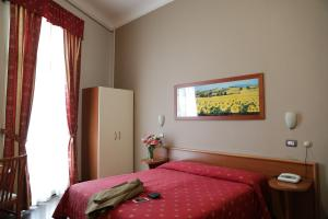 A bed or beds in a room at Hotel Helvetia