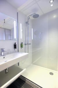 Salle de bains dans l'établissement Hôtel Anne De Bretagne