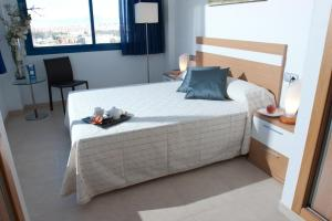 A bed or beds in a room at Alicante Hills