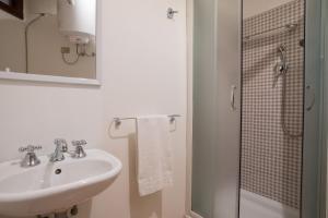 A bathroom at Residenze al Castello Apartments