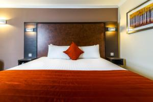 A bed or beds in a room at Dragonfly Hotel Bury St Edmunds