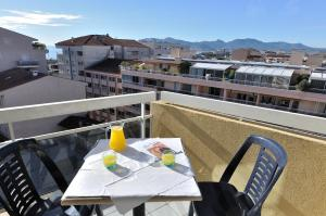 A balcony or terrace at Residhotel Cannes Festival