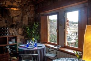A restaurant or other place to eat at Enclave Soria