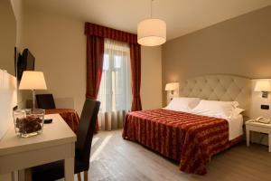 Letto o letti in una camera di Hotel Eden Salò