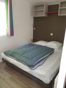 A bed or beds in a room at Camping La Marmotte